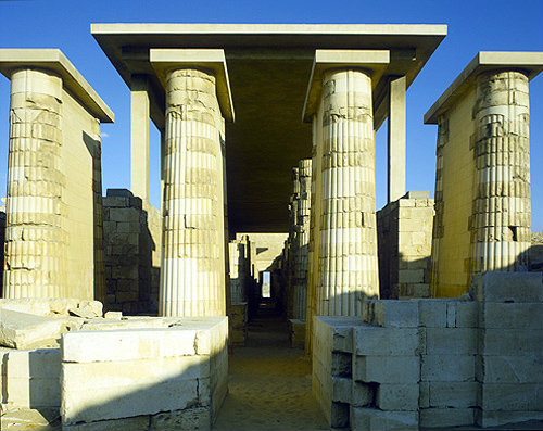 Egypt saqqara looking east through the colonnaded for Imhotep architecte