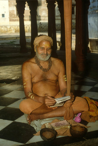 India Hindu man at prayer