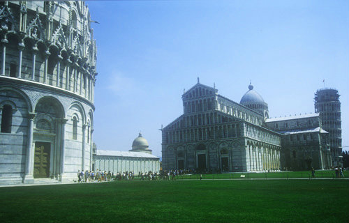 Baptistery begun 1152, Duomo begun 1064 and Leaning Tower begun 1173, Campo dei Miracoli, Pisa, Italy