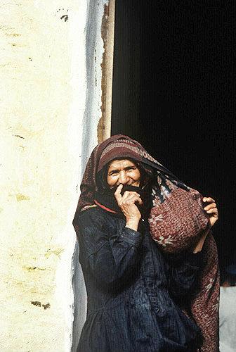 Woman in the street, El Abbas, Yemen