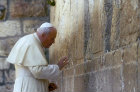Israel, Jerusalem, Pope John Paul II prays at the Western Wall on March 26th 2000