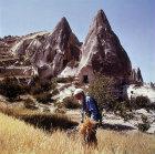 Turkey, Cappadocia, Macan, farmer reaping