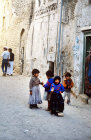 Children in the street, Sana
